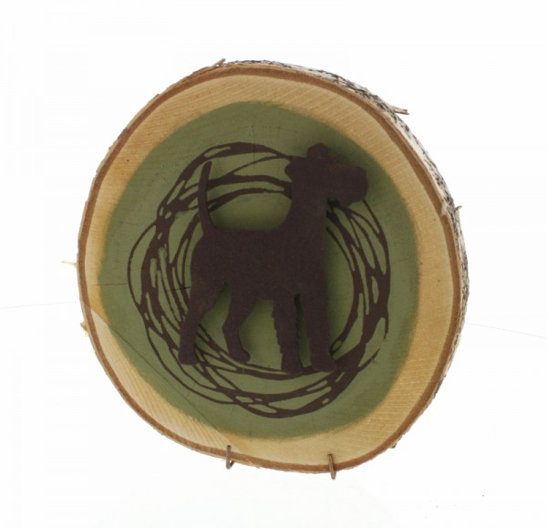 rostiger Irish Terrier auf Birkenscheibe